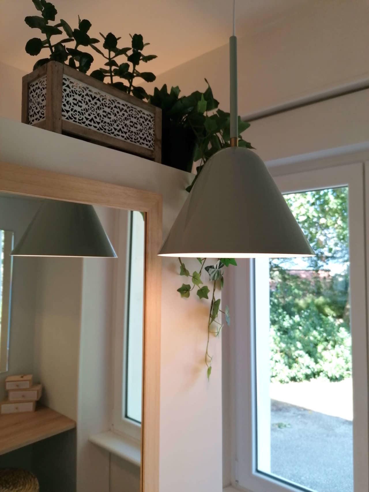 suspension verte plante verte miroir salle de bains