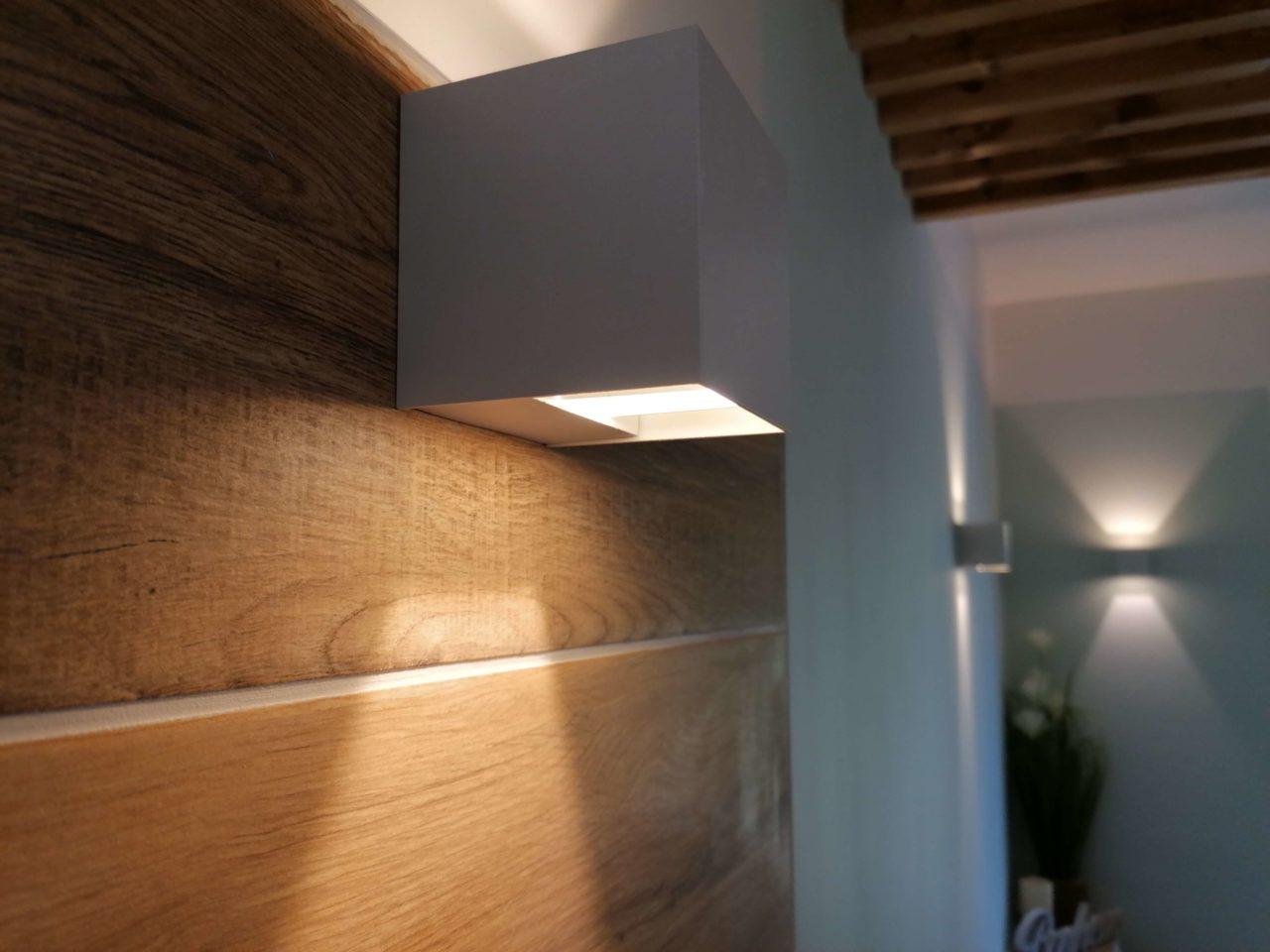 applique faïence imitation bois lumière salle de bains